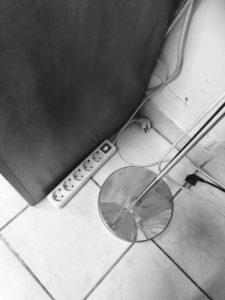 Hálózati elosztóba rejtett lehallgató készülék